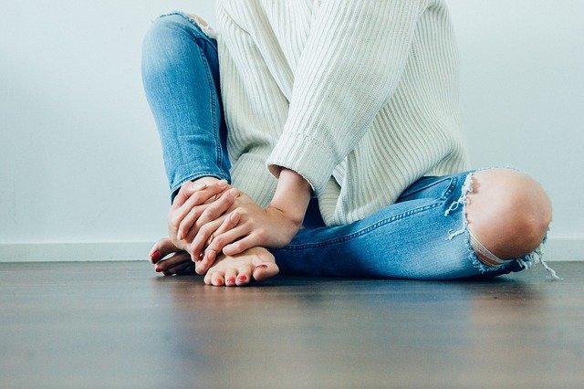 зашить дырку ни джинсах